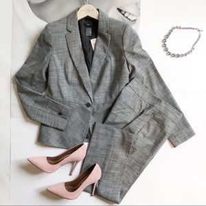 Ann Taylor Suit w/ankle curve pants; size 00P; NWT